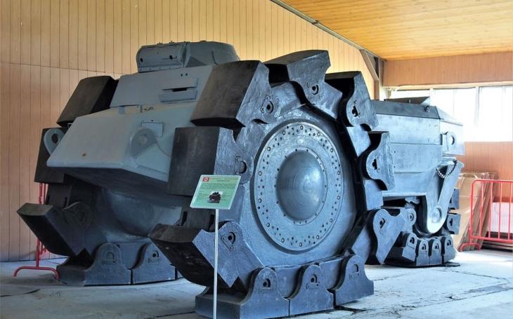 Ocelové monstrum mělo čistit cestu nacistickým tankům skrz minová pole