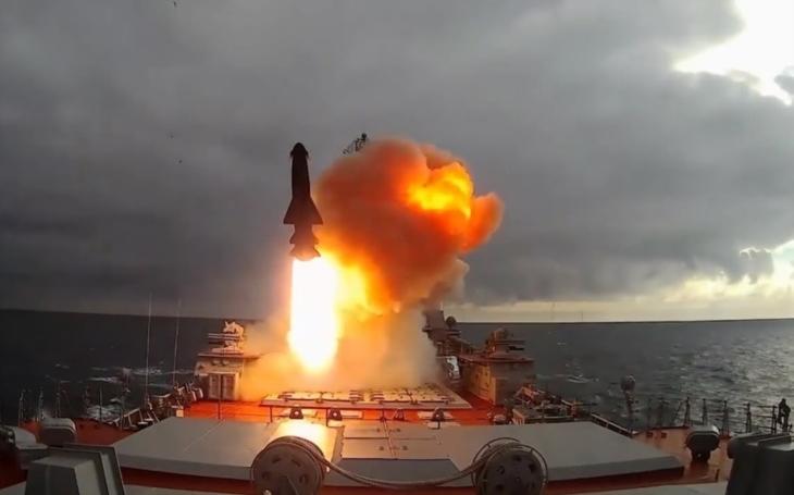 Rusko urychluje další testování ,,zabijáka amerických letadlových lodí&quote;