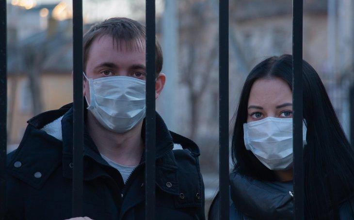 KOMENTÁŘ: Musíme se zničit, abychom se ochránili před koronavirem?