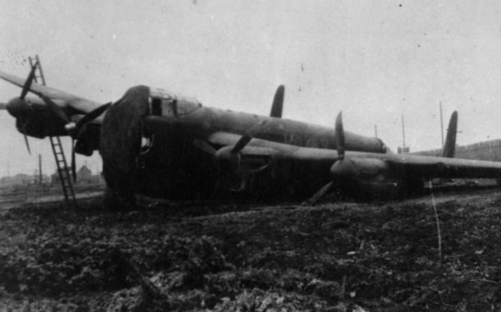 Dva Lancastery se měly podílet na zkáze Tirpitze. Po nouzovém přistání skončily s rudou hvězdou