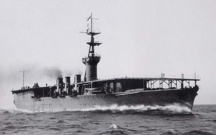 Japonci během útoku na Pearl Harbor ztratili letadlovou loď - Letící Fénix nakonec &quote;vstal z vln&quote;