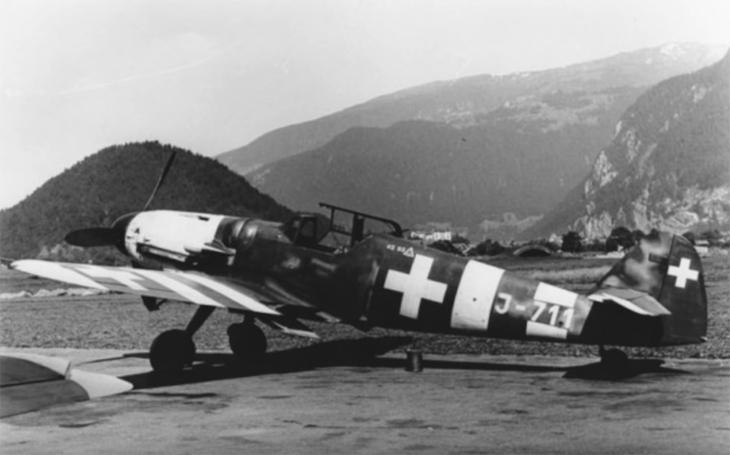 Neutrální Švýcaři sestřelovali Němce i Američany. Za vrácení nouzově dosednutého Messerschmittu získali celou letku