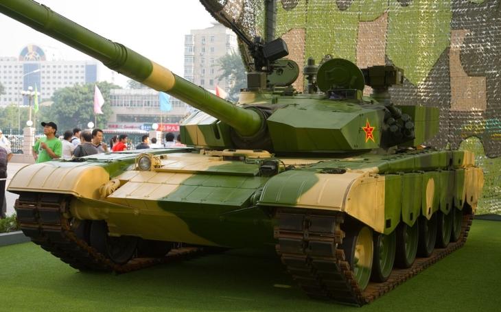 Čínský tank Typ 99 se snaží vyrovnat Leopardu 2, ale moc mu to nejde