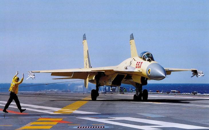 Čínský ,,Létající žralok&quote; jako kopie ruského Su-33. Má však své vážné problémy