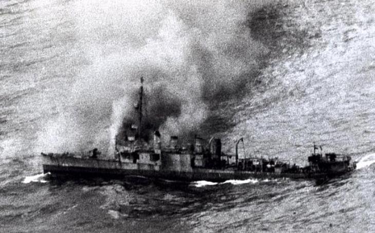 Příď přes příď aneb jak si americký torpédoborec ,,osedlal&quote; německou ponorku