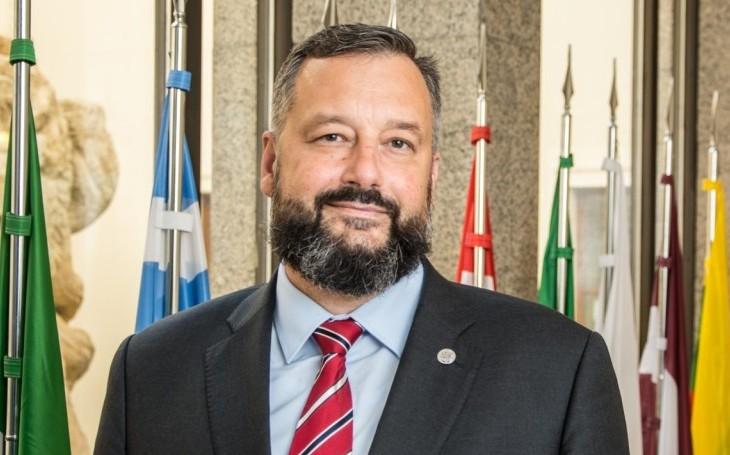 Vládní opatření fungují, ČR je dávána za příklad. Poslanec Růžička se vypořádává s kritikou boje proti koronaviru