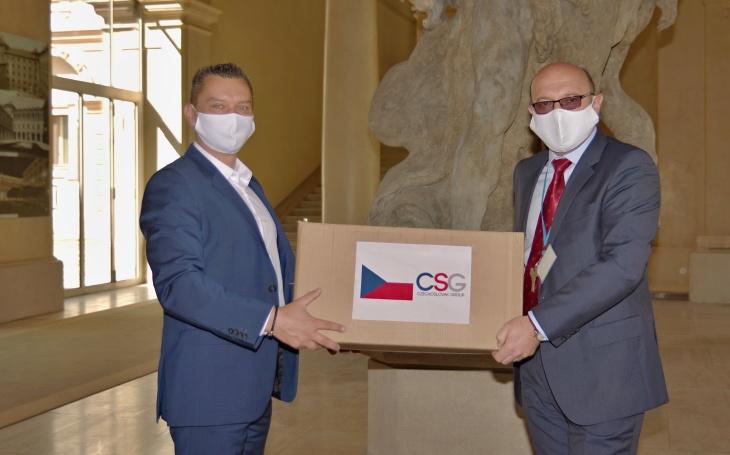 Holding CSG daroval respirátory MZV, pomohou českým diplomatům na zahraničních misích