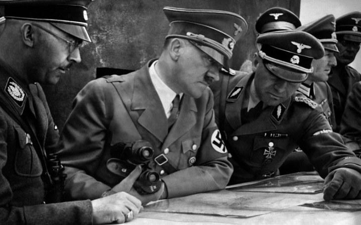 Ďábelský Himmlerův plán: Únos Hitlerovy mrtvoly do Británie jako gesto. Separátní kapitulace s novým prezidentem