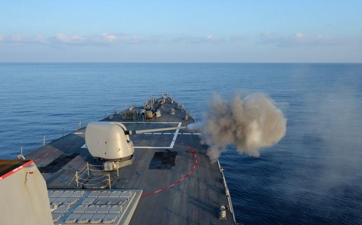 Trump povolil US Navy použití smrtící síly na iránské rychlé čluny v Perském zálivu