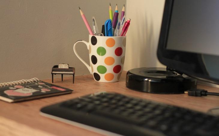 Home office během epidemie využívá třetina lidí. Pracují a ještě stihnou spoustu jiných věcí