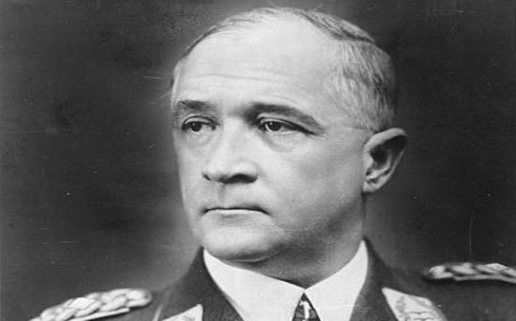 Jsem velitelem Luftwaffe, ale žádné letectvo nemám, řekl německý polní maršál Robert von Greim. Potom rozkousl kyanidovou kapsli