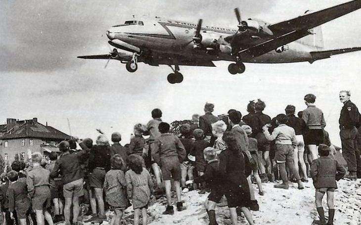 Pomoc přišla nakonec včas. Jak chtěl Sovětský svaz nechat vyhladovět Západní Berlín