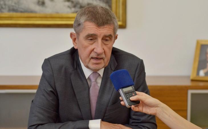 Premiér Babiš o armádních nákupech: Zakázky škrtat nechceme