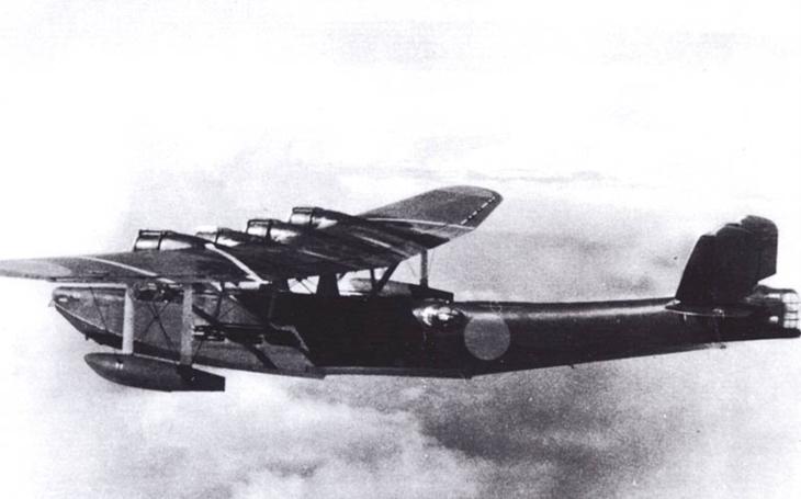 Chabá náplast za Pearl Harbor, ale potěšila. Souboj draků mezi létající pevností a létajícím člunem vyzněl pro USA