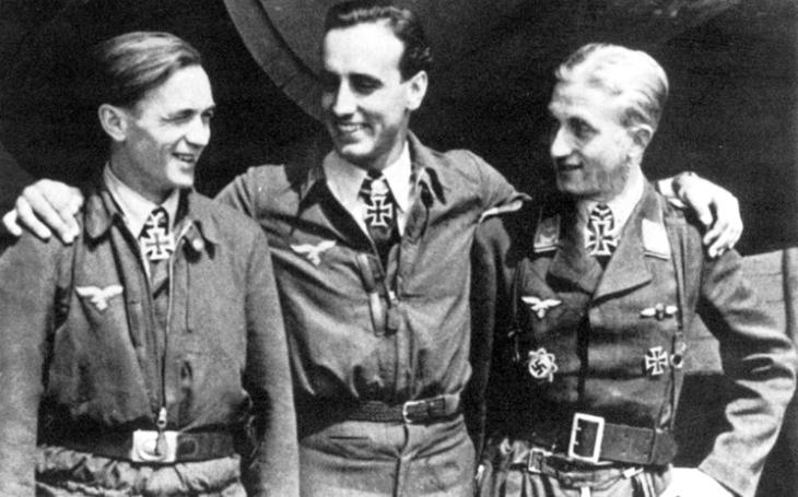 Jak sestřelit sedm britských bombardérů během 19 minut? ,,Recept&quote; našel německý elitní pilot