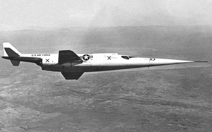 Američtí inženýři udělali chybu. Experimentální letoun Douglas X-3 Stiletto se měl dostat na Mach 2, ale zaostal o parník