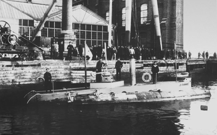 Tragédie první ruské bojeschopné ponorky: 24 námořníků ,,zařvalo&quote; kvůli špatnému poklopu
