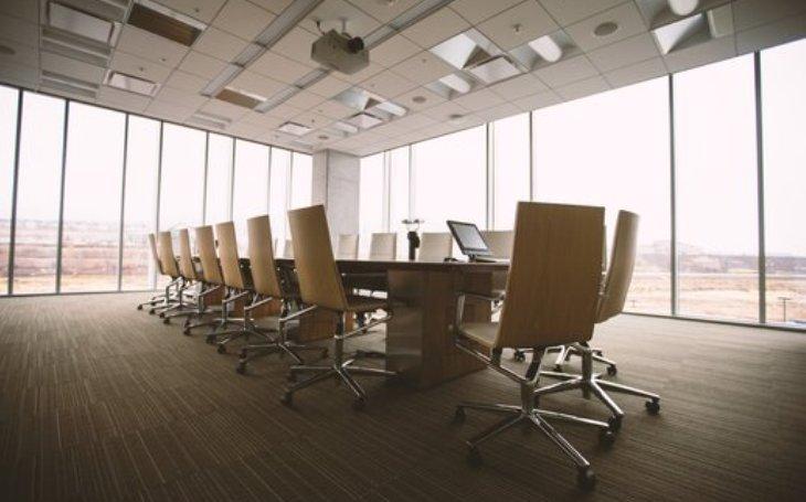 Horko nebo zima na pracovišti? Podle průzkumu skoro 38 % zaměstnanců v České republice trpí při výkonu práce teplotním diskomfortem