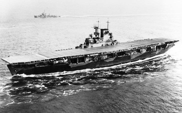 Smlouva Japonce od války neodradila - odnesla ji však americká &quote;podměrečná&quote; letadlová loď