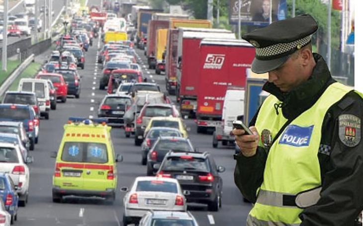 Kolona vozidel 14 km, tři hodiny zdržení. A to jen proto, že si policie hraje &quote;vlastní ligu&quote;. Do parlamentu míří novela, která to má změnit