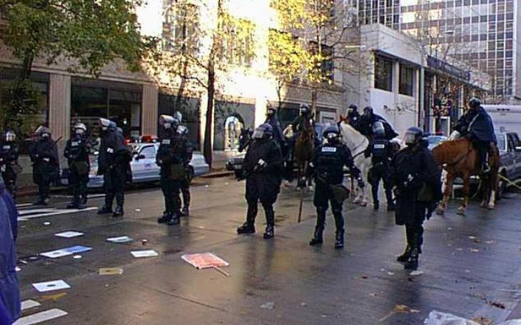 """Konec ,,mejdanu"""" v bezpolicejní zóně v Seattlu (komentář Lumíra Němce)"""
