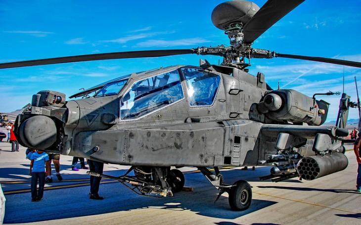Maroko potvrdilo objednávku 24 bitevních vrtulníků Apache