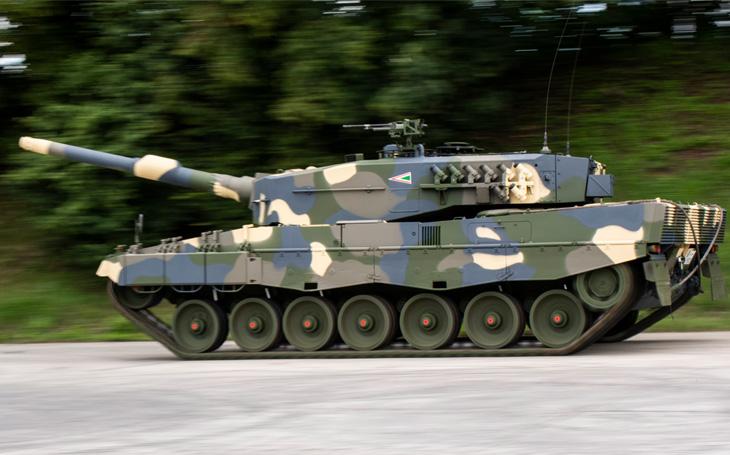 Maďarský tankový prapor dostane Leopardy 2 velmi brzy - u nás zatím rozpaky a nejistota
