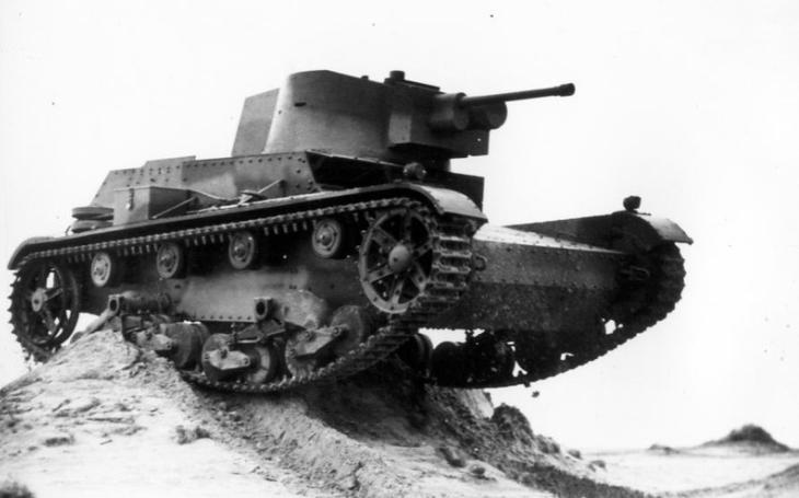 Tank 7TP - marně bránil nacistické invazi do Polska, stal se kořistí Němců i Sovětů