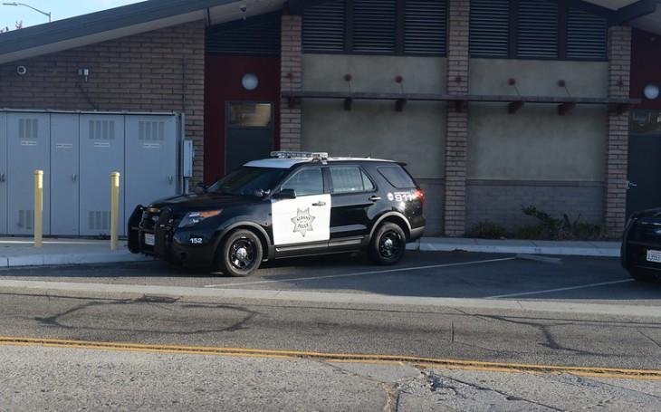 Zaměstnanci světově známé automobilky žádají, aby přestala vyrábět policejní vozy. Důvod? Zabitý černoch
