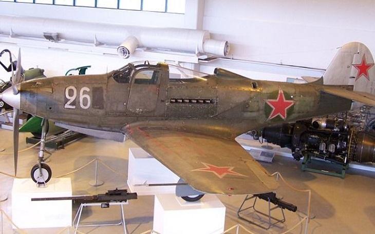Jaká britská a americká technika pomohla Rudé armádě? Slavný tank a letadlo doprovodilo i obojživelné vozidlo od Fordu