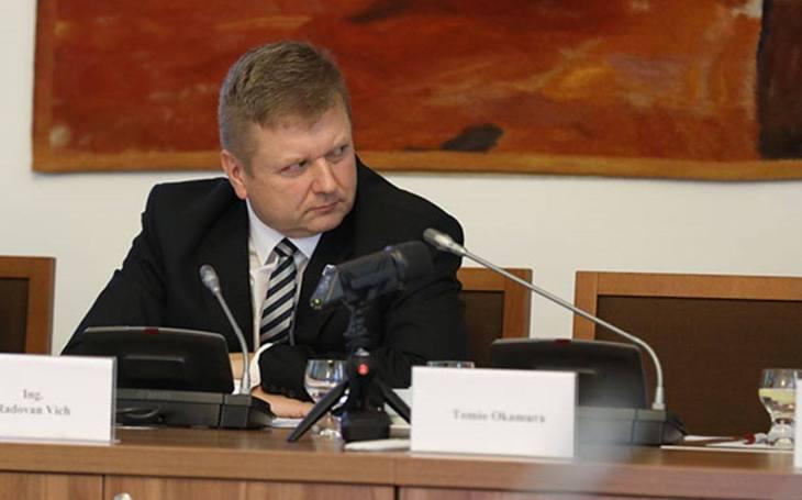 Místopředseda výboru pro obranu Radovan Vích k americkým vrtulníkům: Smlouva na dodávky českých firem se měla podepsat už s nákupem. Metnar musí být aktivnější