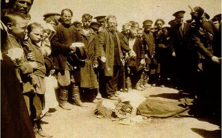 Chodyňská tragédie: Dárky a jídlo zdarma. Okázalá lidová slavnost po korunovaci cara stála se zvrhla v masakr