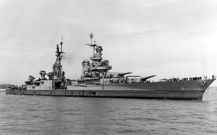 Deset bitevních hvězd nešťastného křižníku Indianapolis
