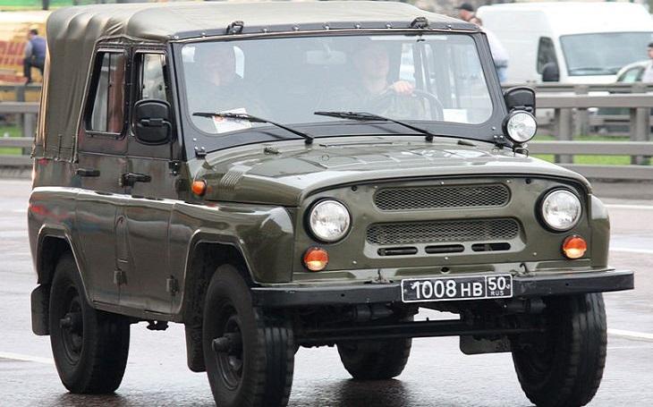Nákup terénních aut pro armádu jde do další fáze. Obhájí si armáda změnu zadání?