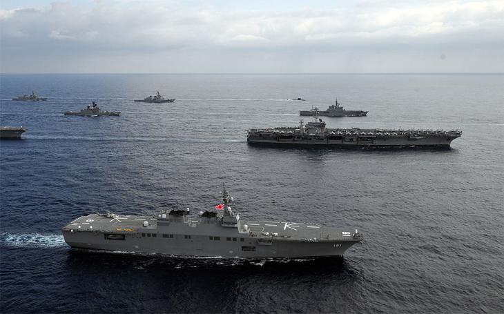 Japonské vrtulníkové torpédoborce třídy Hjúga mají potenciál nést letouny F-35