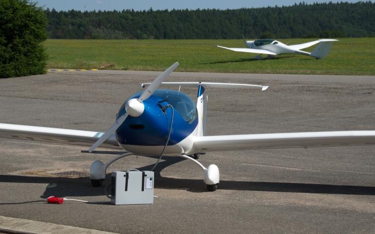 Chtěli jsme postavit plnohodnotný letoun na elektropohon, výkony srovnatelný s benzinovými. O nové technologie je u nás ale malý zájem, říká o projektu ΦNIX Zdeněk Němec