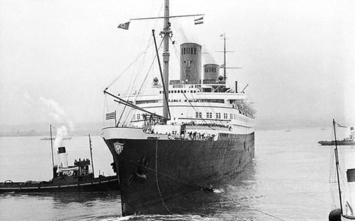 Luxusní německý parník skončil v plamenech. Potopili jej Britové?