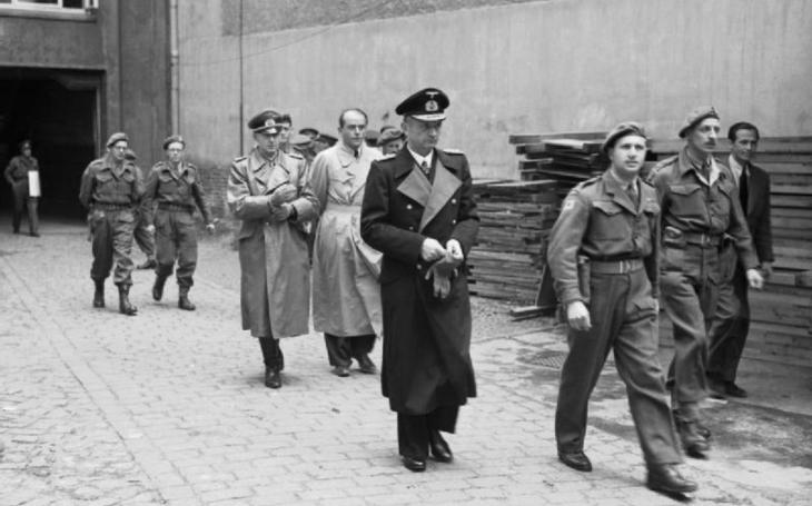 Na pohřeb Hitlerova velkoadmirála v roce 1981 dorazili i bývalí protivníci