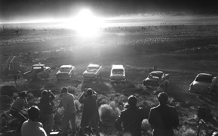 Piknik s výhledem na výbuch atomové bomby - hazard v Las Vegas měl různé podoby