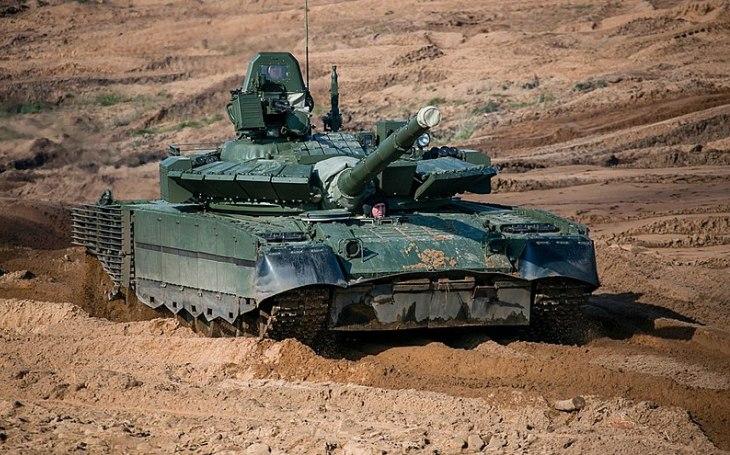 VIDEO: Ruské modernizované tanky T-80BVM nebyly schopné na střelnici trefit svůj cíl