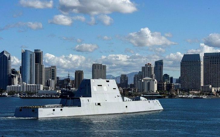 Americké torpédoborce USS Zumwalt nemají čím střílet. Obří plavidla jako prodělečný byznys