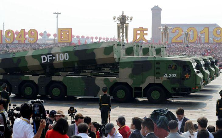 Hypersonický zabiják DF-100 může brzy ,,pohřbít&quote; i americké letadlové lodě, prohlašuje Čína