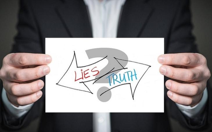 Kdo neříká pravdu, armáda, nebo novináři? (komentář Lumíra Němce)