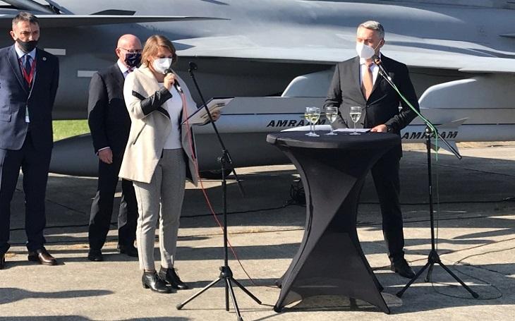 Jubilejní Dny NATO bez diváků, zato s pestrým programem. Akci zahájil ministr obrany Metnar