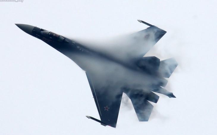 VIDEO: Letoun Su-35 údajně poslal kanonem k zemi Su-30. Sestřelit ho měl během rutinního letu