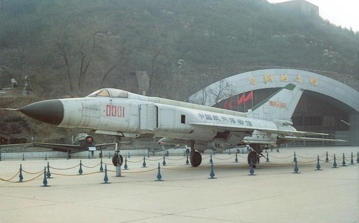 Poslední let čínského pilota Wang Wei - náraz do amerického výzvědného letounu a sežrání žraloky v Jihočínském moři