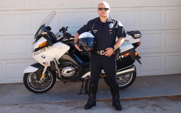 Když jsem americkým kolegům řekl, kolik beru, tak se mě ptali, jestli to je týdenní mzda, říká český policista Petr Reif