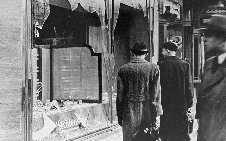 Den, kdy policie nezasahovala. Křišťálová noc - masakr židů posvěcený nacistickým aparátem
