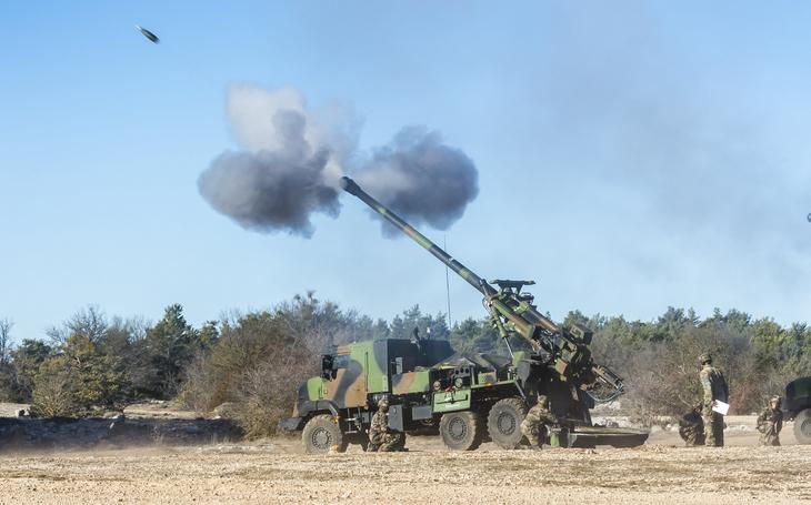 Kdo dodá munici do děl? Nexter chce dodávky pro sebe. Ohrožuje to českou soběstačnost