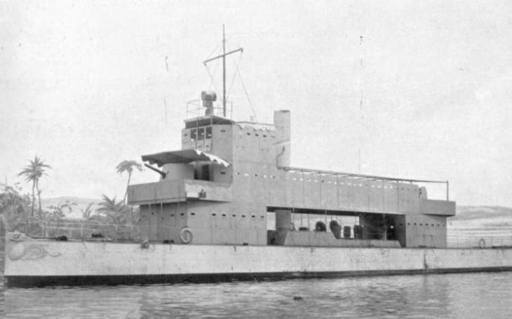 Na palubě první válečné lodi nesoucí kameru byl i britský ,,otec&quote; koncentračních táborů